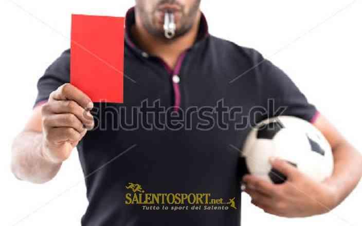 arbitro cartellino rosso