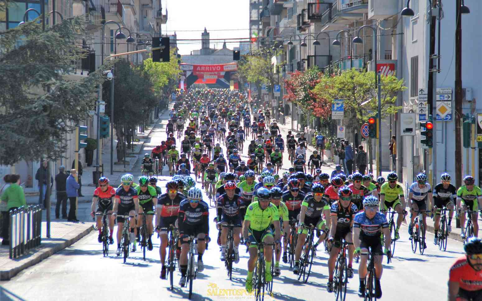 ciclismo-generica granfondo mondiali 76 ostuni